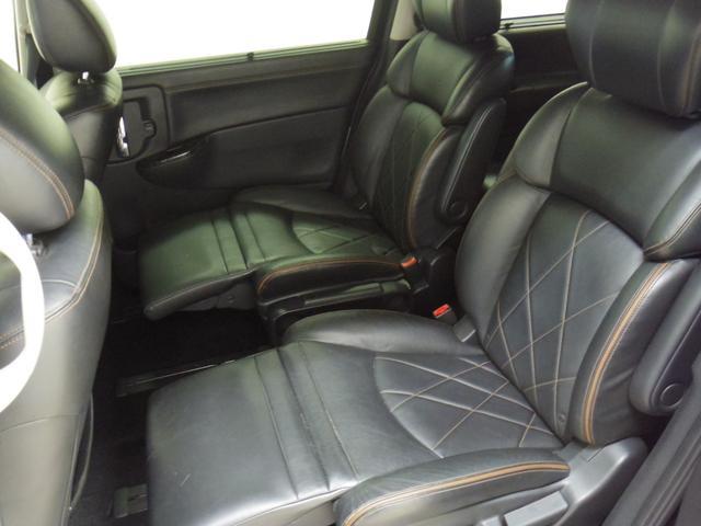 ☆リアシートはオットマン装備で快適です♪シートの状態も良好です
