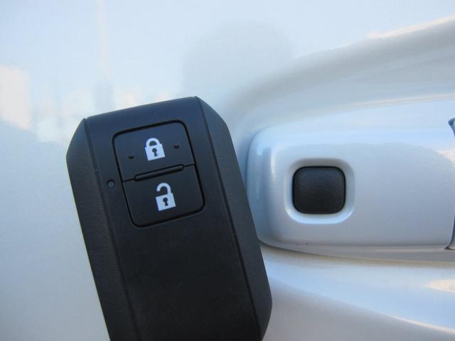 ☆スマートキーはリモコンをポケットやカバンから出す事無くドアロックやアンロックが出来るのでとっても便利です♪
