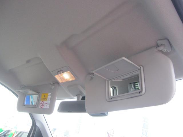 ☆運転席と助手席のサンバイザー裏にはちょっとした身だしなみチェックにとっても便利なバニティーミラーが付いてます。