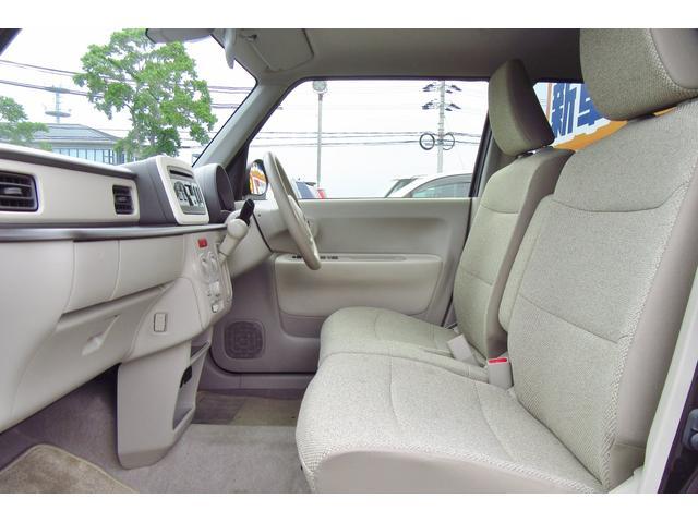 運転席側はベンチシートなので広々とした空間で過ごすことが出来ます!!