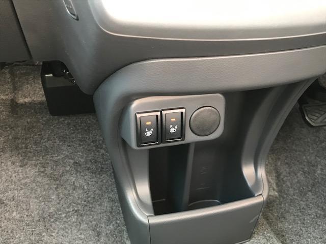 前席は両席シートヒーターが装備されております♪寒い季節に活躍してくれますよ♪