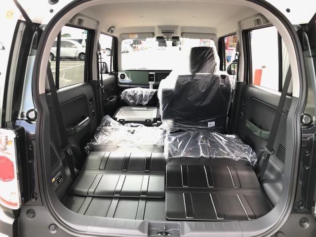 助手席が倒せるので長い荷物もOK!広々使える車内空間です♪