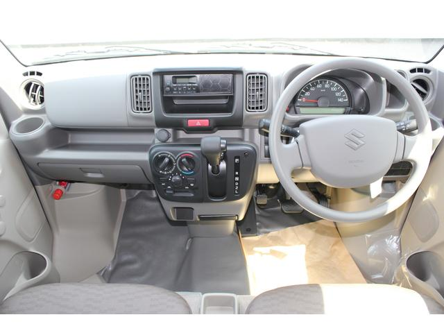 ナビの取付位置も見やすい場所にあり、その他のスイッチ類も運転者が操作し易い様に配置されています。