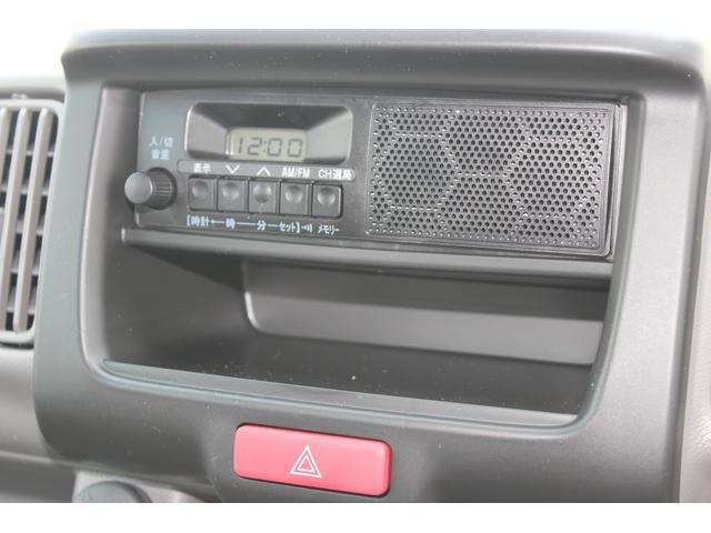 AM/FMラジオ(ズピーカー内臓)が標準装備です。