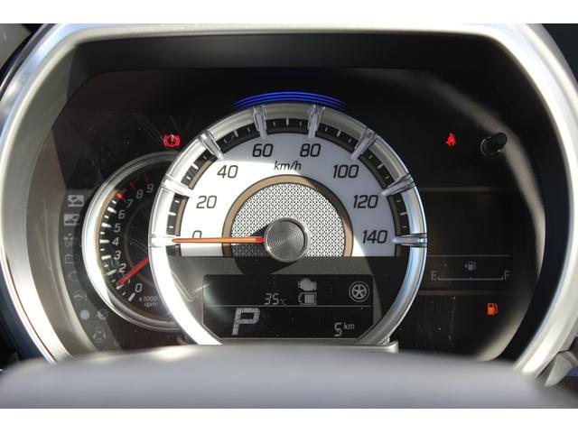 メーターは中央に大きなスピードメーターが配置されており、見やすい設計となっております。