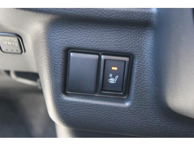運転席にはシートヒーターを装備しております!寒い日でも快適なドライブが楽しめます。