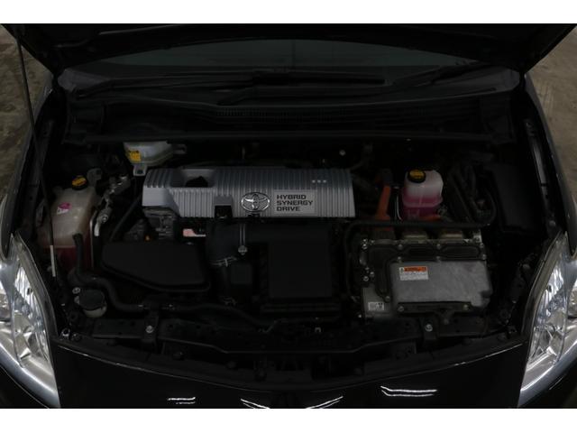 ●エンジンルームも専用の溶液で、綺麗にクリーニング致しております。