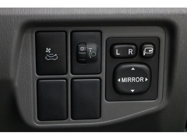 助手席側のミラーを、運転席から操作して角度を変えられるので、駐車するときや、縦列駐車するときに便利です。0066-9707-40630013804