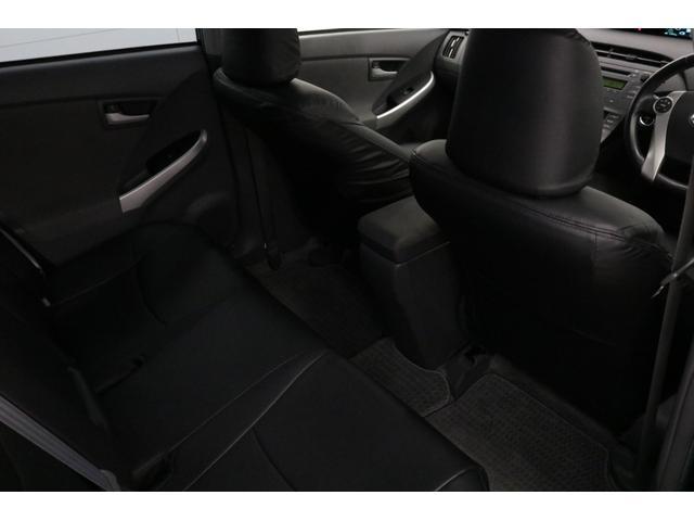 お体が直接触れるシートが汚いと嫌ですよね。その点このお車は、元々綺麗な状態で仕入れをしている上、専属のスタッフが専用の溶剤で丹念にクリーニングしておりますので非常に綺麗です。
