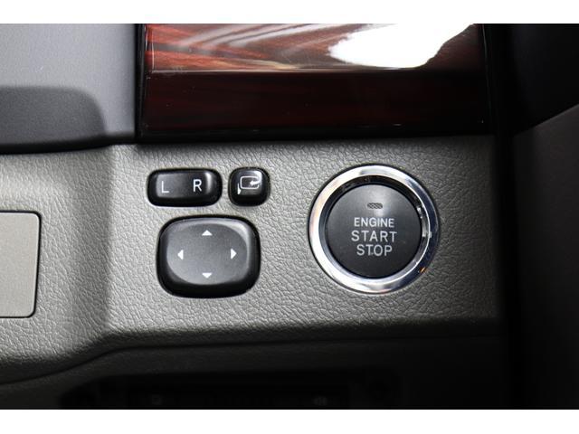 ●スマートキーが装備されています。ドアの開閉もキーを出さずに操作が可能なので、とても便利な機能です。キーを挿さなくてもエンジンをかけることが出来ます♪