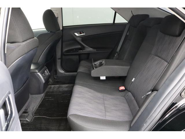 ●奥様、ご友人、はたまた上司が乗られてもきっとご満足頂けるゆとりと、乗り心地を実現した後部座席。0066-9707-40630013804