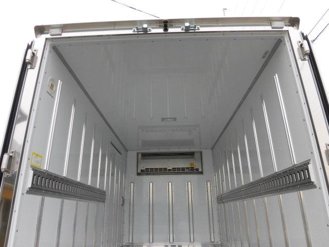全低床 東プレ製 低温仕様冷凍車(9枚目)