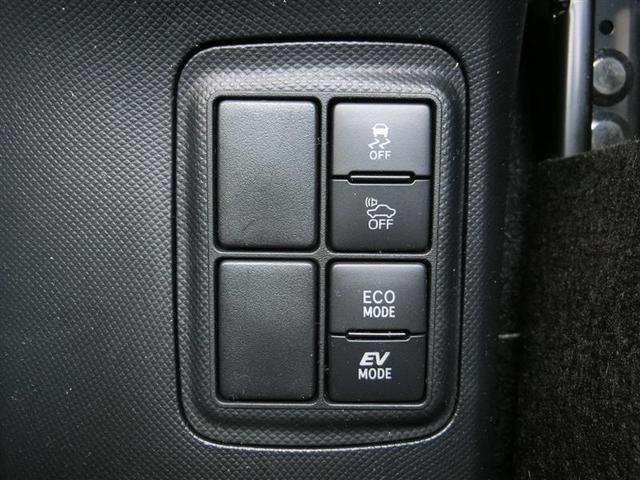 トヨタハイブリッドカー特有の、EV走行モードスイッチ、夜間などエンジン音を立てずにモーターのみでの走行ができます。
