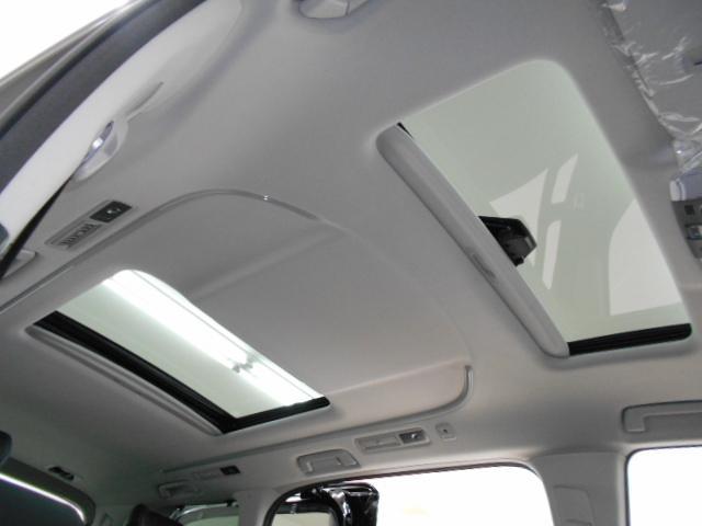 2.5S Cパッケージ 新車 3眼LEDヘッド シーケンシャル サンルーフ フリップダウンモニター ディスプレイオーディオ 両側電動スライド パワーバックドア ブラックレザーシート オットマン レーントレーシング(9枚目)