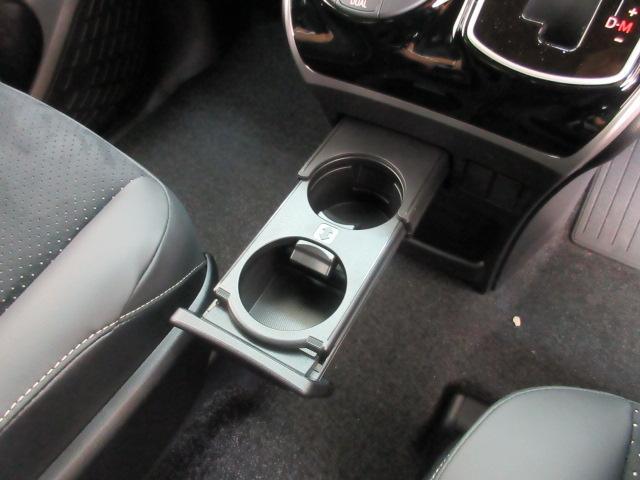 ZS 煌III 新車 7人 ハーフレザー LEDルームランプ 衝突防止安全ブレーキ インテリジェントクリアランスソナー 両側電動スライド LEDヘッドLEDフォグランプ セーフティセンス レーンディパーチャーアラート(66枚目)