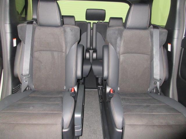 2.5S タイプゴールドII 新車 フリップダウンモニター 3眼LEDヘッドシーケンシャル ディスプレイオーディオ 両側電動スライド パワーバックドア ハーフレザーシート オットマン レーントレーシング バックカメラ コンセント(18枚目)