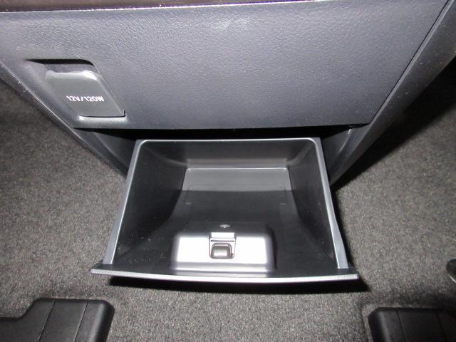 2.5S タイプゴールドII 新車 フリップダウンモニター 3眼LEDヘッドシーケンシャル ディスプレイオーディオ 両側電動スライド パワーバックドア ハーフレザーシート オットマン レーントレーシング バックカメラ コンセント(66枚目)