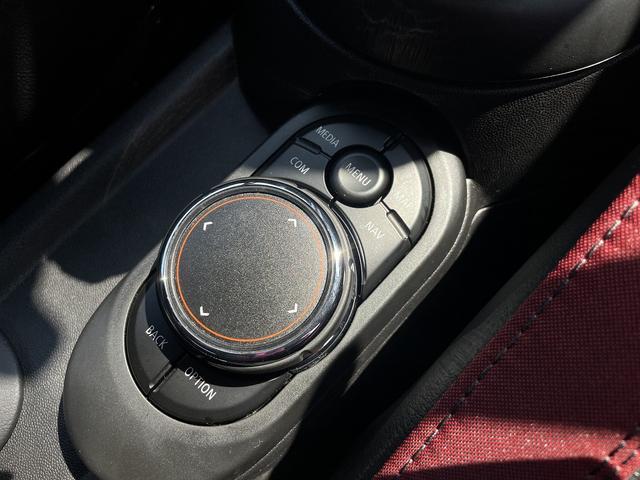 ジョンクーパーワークス 6速MT 1オーナー カメラパーキングアシストPKG インテリジェントセーフティ アダプティブクルコン ハーフレザー ヘッドアップディスプレイ 純正18AW パーキングアシスト JCWスポーツシート(28枚目)