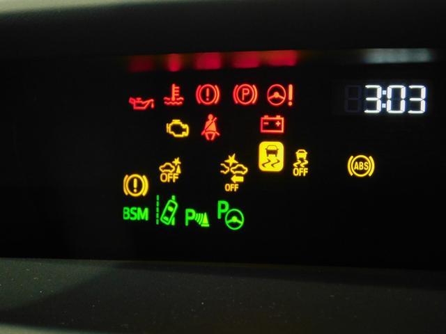 【BSM(ブラインドスポットモニター)車線変更時の安全確認をアシスト。後方急接近してくる車両も検知します。車両を検知するとドアミラーに搭載されたLEDインジケーターが点灯し、より注意を喚起します。