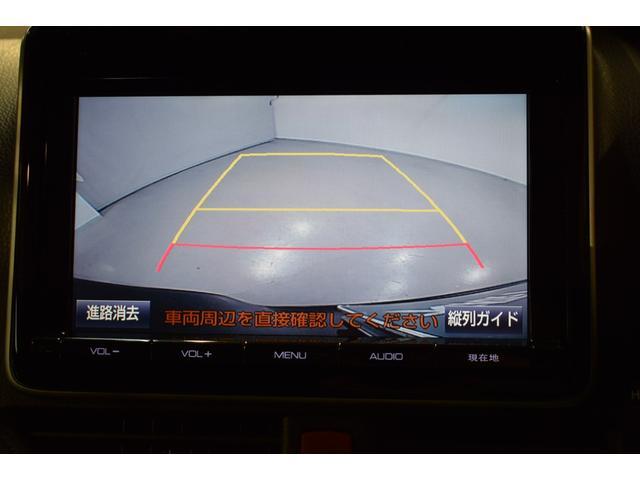 バックカメラがあると 車庫入れ安心!!バックギアに入れるとモニターに表示されます。ガイドがあって 夜間でもよく見えます!