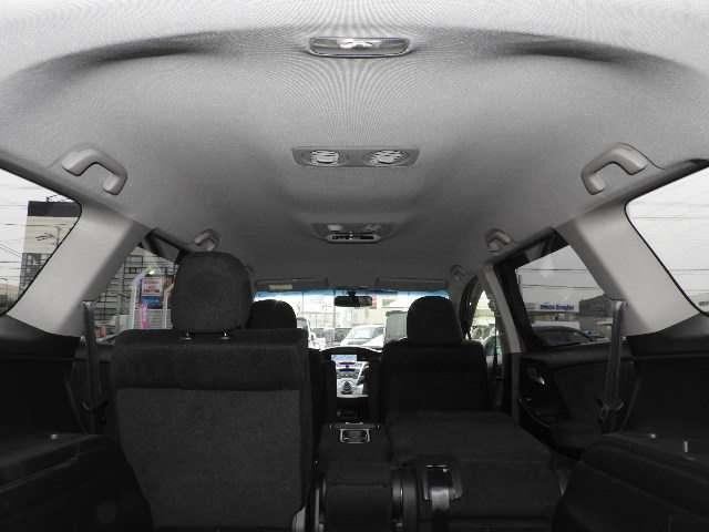 2列目/3列目シートからの視界にも配慮した、気持ちのいい空間を実現しています。