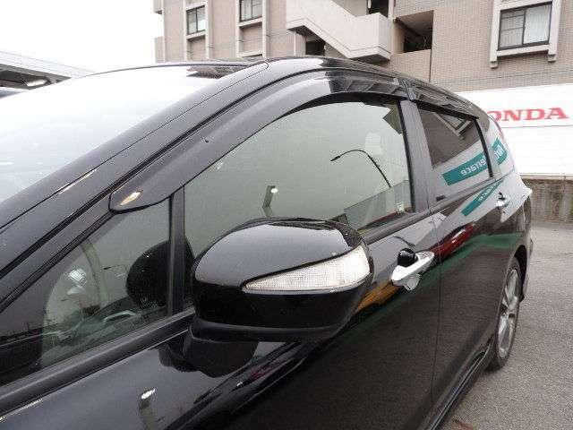 ドアバイザーも付いています。強い日射しをやわらげたり、雨天時の雨の侵入を防ぐ効果があります。