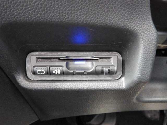 13G・Fパッケージ ワンオーナー MT車 インターナビ フルセグTV DVD再生 バックカメラ LEDヘッドライト(4枚目)