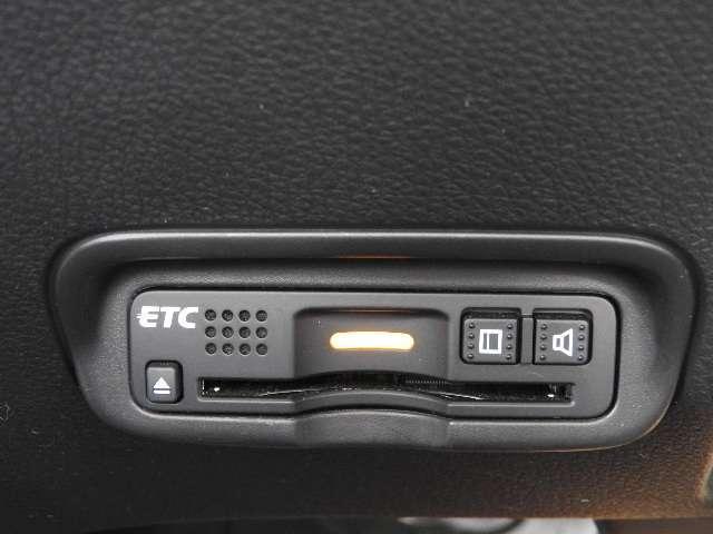 X・ホンダセンシング ワンオーナー クルーズコントロール 横滑り防止装置 衝突被害軽減ブレーキ 盗難防止装置 インターナビ ワンセグTV バックカメラ ドライブレコーダー ETC LEDヘッドライト アルミホイール(4枚目)