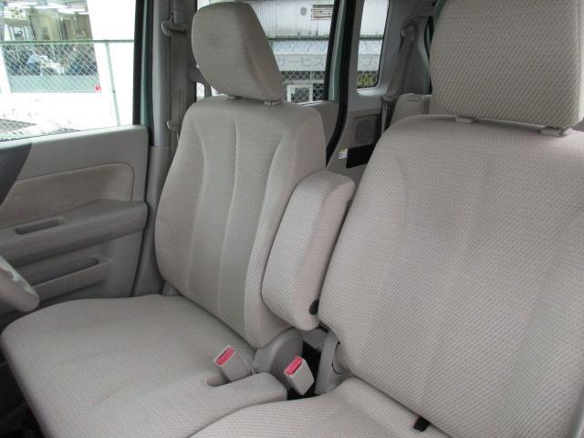 運転席シートまわりも丁寧に使っておられました。きれいな状態です。