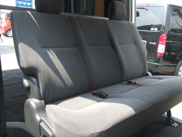 サードシートベンチシート、綺麗です!