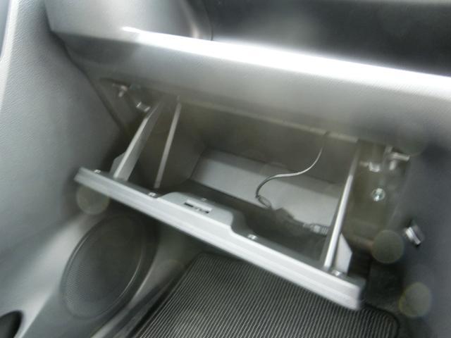 助手席側収納(使用時)