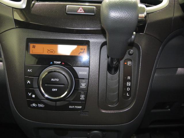 オートエアコンも付いておりますので風量や風向、温度も全てクルマに任せて皆様は運転に集中して頂けます。