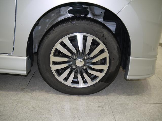 右前のタイヤです!アルミホイールでカッコいいですね。