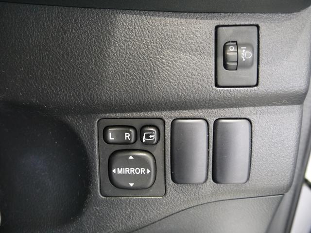 電動格納ドアミラーの操作スイッチです。