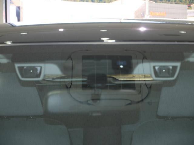スバルの誇る安全装置、iSightです。2つのカメラで前を立体的に捉えていますので危険を車が察知して警告してくれます。