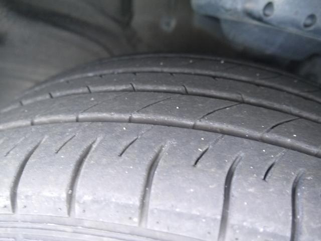 タイヤの溝はこんな感じです。しっかりとご確認下さい。