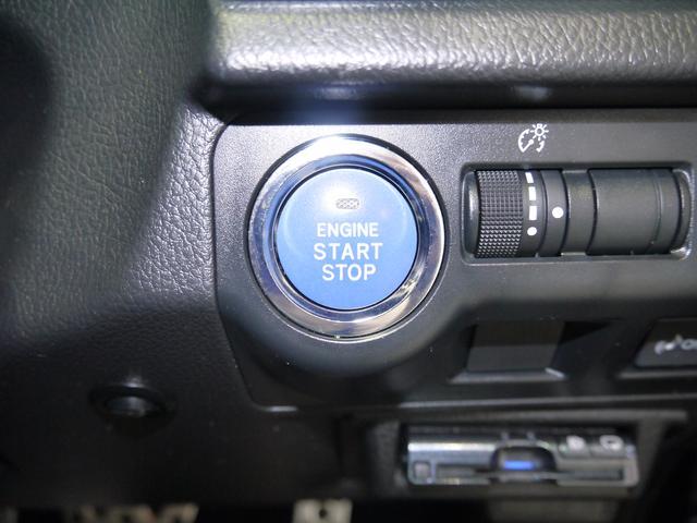 プッシュボタンスタートスイッチはハイブリット特有のブルーです!