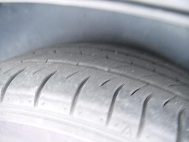 タイヤの溝はこんな感じです。しっかりとご確認ください