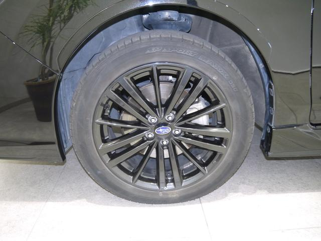 ブラックに塗装されたアルミホイールです!車のおしゃれは足元からですね。