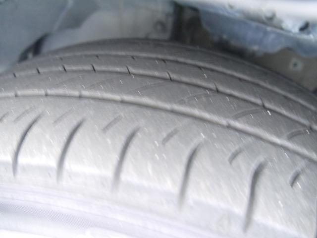 タイヤの溝はこんな感じです。しっかりとご確認ください。