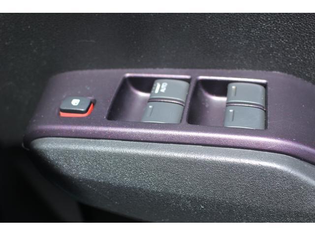 シーズ ファインスタイル ハイブリッド車 純正ナビゲーション ETC オートエアコン キーフリー(31枚目)