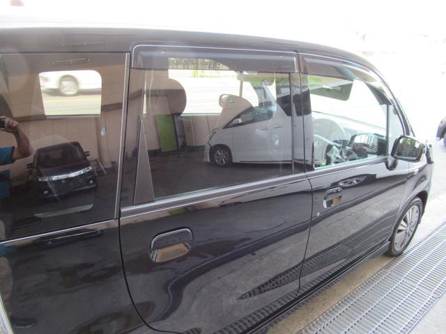 プライバシーガラス付きなので車内が丸見えになりません!UVカット効果も期待できます!
