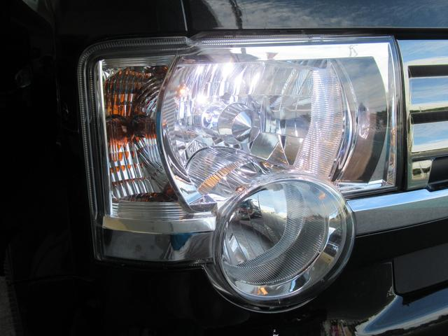 HIDヘッドライトを装備!!!通常の黄色い光のハロゲンライトにくらべて圧倒的に明るい光!!さらに寿命が長いのが特徴です。夜道も安心して運転できますね!