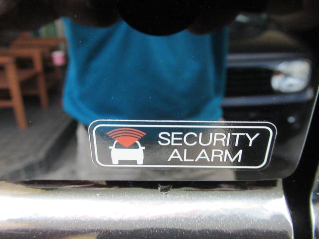 セキュリティーアラームを装備しています。ドアのこじ開けに反応して警報を鳴らします。