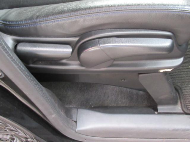 シートリフターは運転席シートを上下に動かすことのできる機構です。今乗ってる車はシートが低すぎて座布団を引いて運転している。というお客様に是非体験して頂きたい装備です!