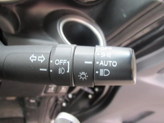 便利なオートライト!!トンネルや暗い場所に入った時、暗くなってきた夕方に自動でヘッドライトが点灯します。