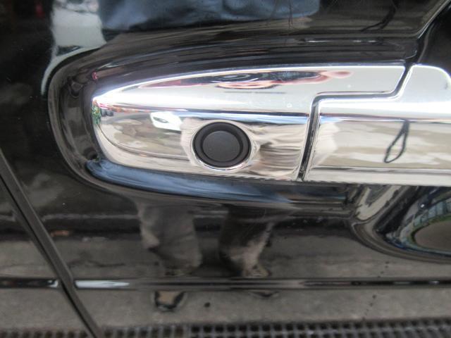 キーを持ったままこのボタンを押すとドアロック・アンロックができます。運転席・助手席・バックドアについています。