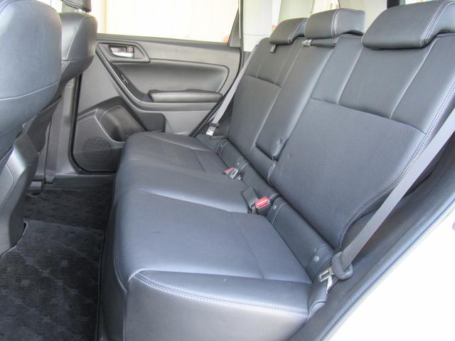 2.0i-S アイサイト 4WD 衝突軽減 黒革シート パワーシート シートヒーター メモリー付パワーバックドア Panasonic HDDナビ バックカメラ ETC レーンキープ クルコン パドルシフト HIDオートライト(14枚目)