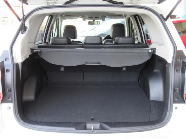 2.0i-S アイサイト 4WD 衝突軽減 黒革シート パワーシート シートヒーター メモリー付パワーバックドア Panasonic HDDナビ バックカメラ ETC レーンキープ クルコン パドルシフト HIDオートライト(18枚目)