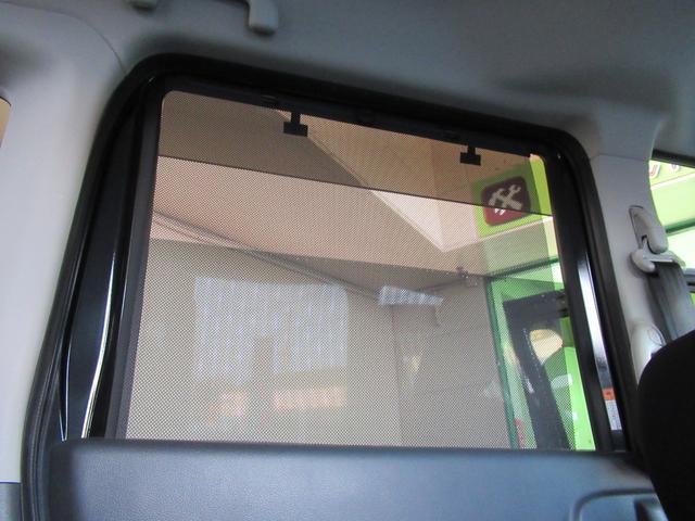 後席ロールサンシェード&プライバシーガラス付きなので車内が丸見えになりません!UVカット効果も期待できます!